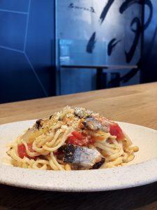 秋刀魚のベッカフィーコとフレッシュトマトのアーリオオーリオ