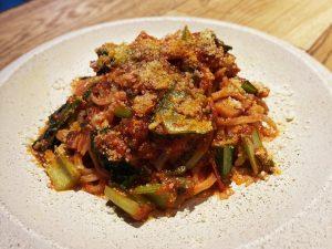 パンチェッタと小松菜のトマトソース